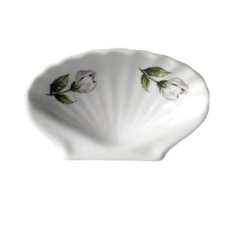 Mydelniczka porcelanowa w kształcie muszli Retrogabinet